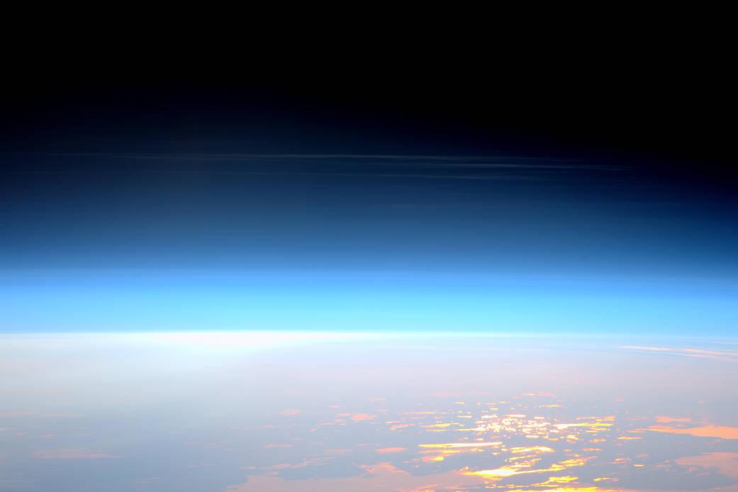 Nuage noctulescent vu de l'ISS
