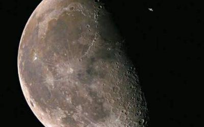 ISS de passage devant la lune .
