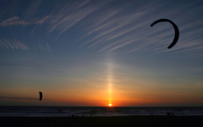 sun_pillar_and_kitesurfers