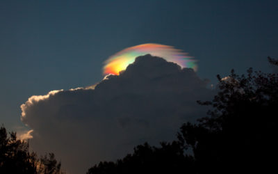 https://apod.nasa.gov/image/1108/iridescent_havens_900.jpg