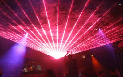 argon-krypton-show-laser-volumetrique-discotheque-tirs-laser-couleur-faux-plafond-rose